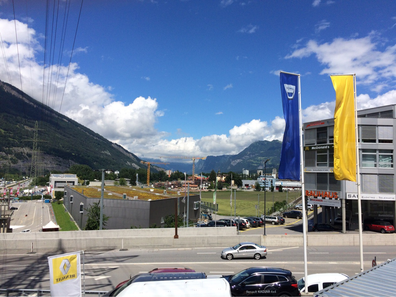 Vor dem Hotel in Chur bei der Ankunft