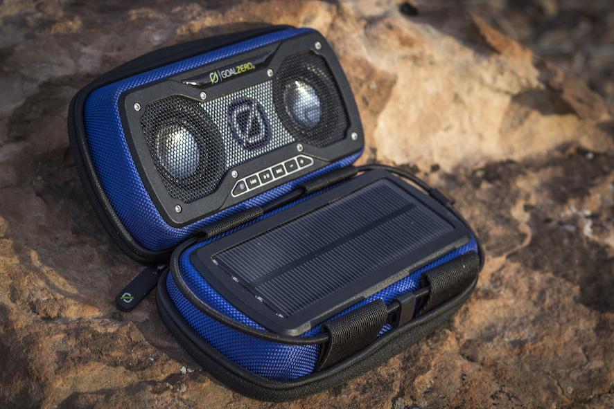 Outdoor-Lautsprecher mit Solar-Panel für unterwegs